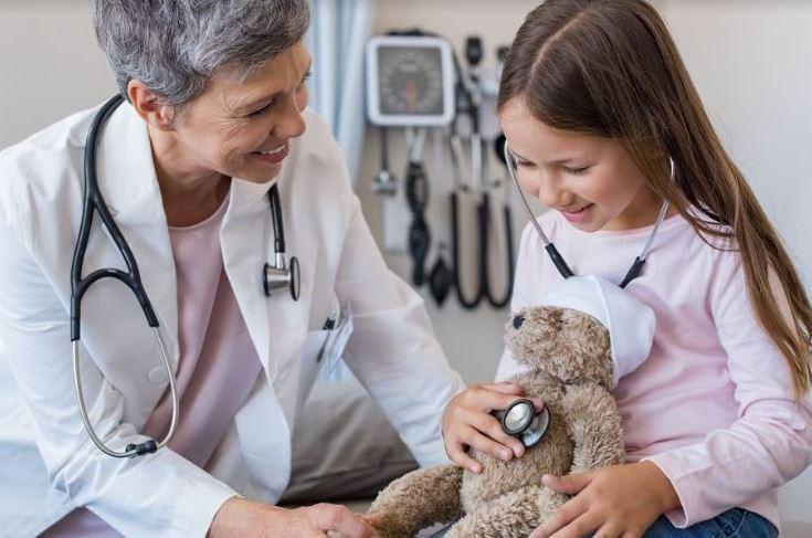 doctora-con-niña